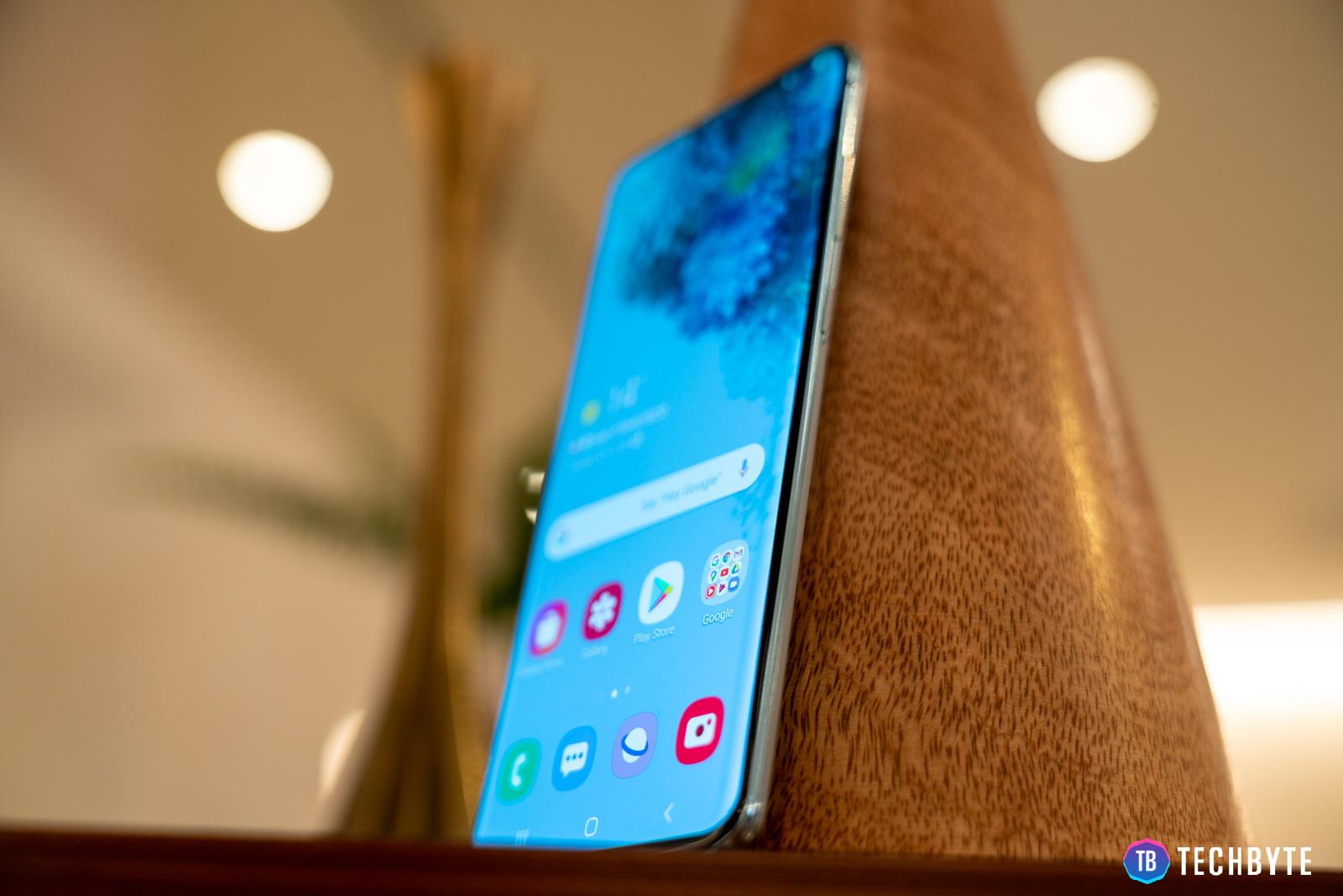 Samsung Galaxy Le S30 utilise un écran OLED au lieu de l'écran du fabricant chinois 1