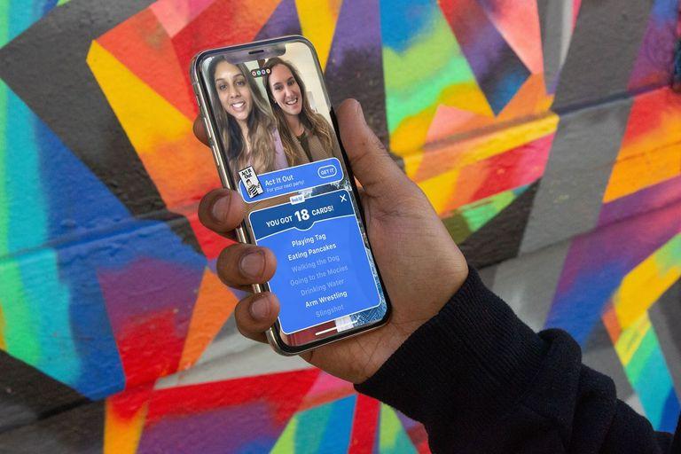 Trong ứng dụng houseparty, bạn có thể vui chơi với bạn bè trên điện thoại di động.