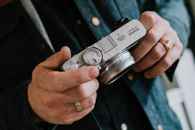 Fujifilm X100V vs X100F: Sự khác biệt là gì? 1Ống kính nhỏ gọn so với