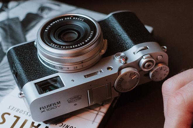 Fujifilm X100V vs X100F: Sự khác biệt là gì? 3Ống kính nhỏ gọn so với