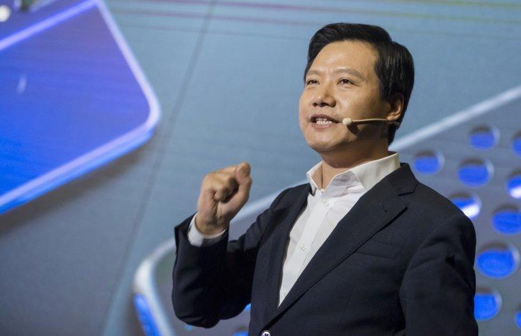 L - ikiyüzlülük. CEO Xiaomi iPhone'u kullanıyor ancak gizliyor 3