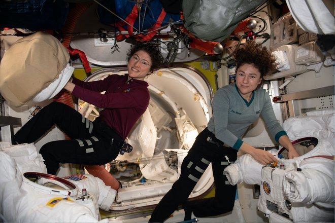 Trạm không gian quốc tế 215 bức ảnh tuyệt vời từ