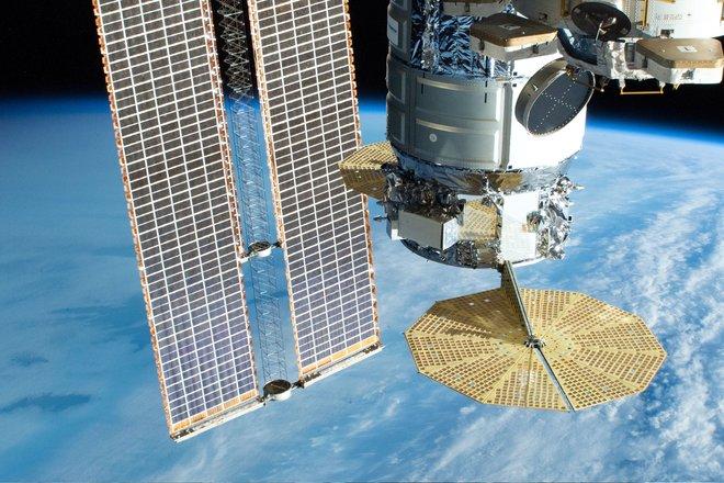 15 bức ảnh tuyệt vời từ Trạm vũ trụ quốc tế 11