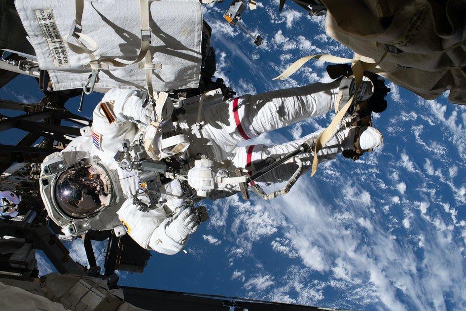 15 bức ảnh tuyệt vời từ Trạm vũ trụ quốc tế 4