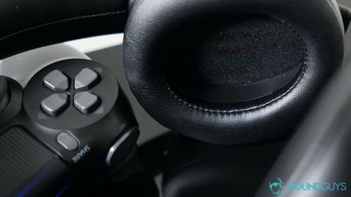 Tai nghe Playstation Gold Wireless dựa trên Bộ điều khiển DualShock.