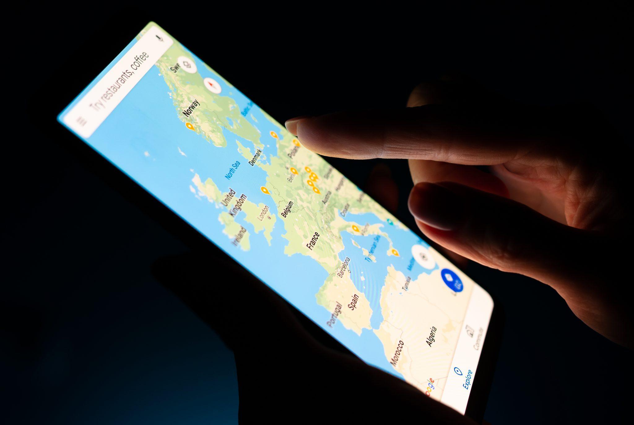 Berkongsi lokasi anda dalam masa nyata di Peta Google