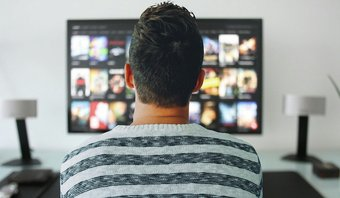 Thêm một hình ảnh của lò sưởi tv dính vpn