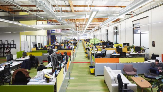 Google được báo cáo sẽ mở văn phòng vào tháng 6, khi hầu hết nhân viên sẽ tiếp tục làm việc tại nhà. 8