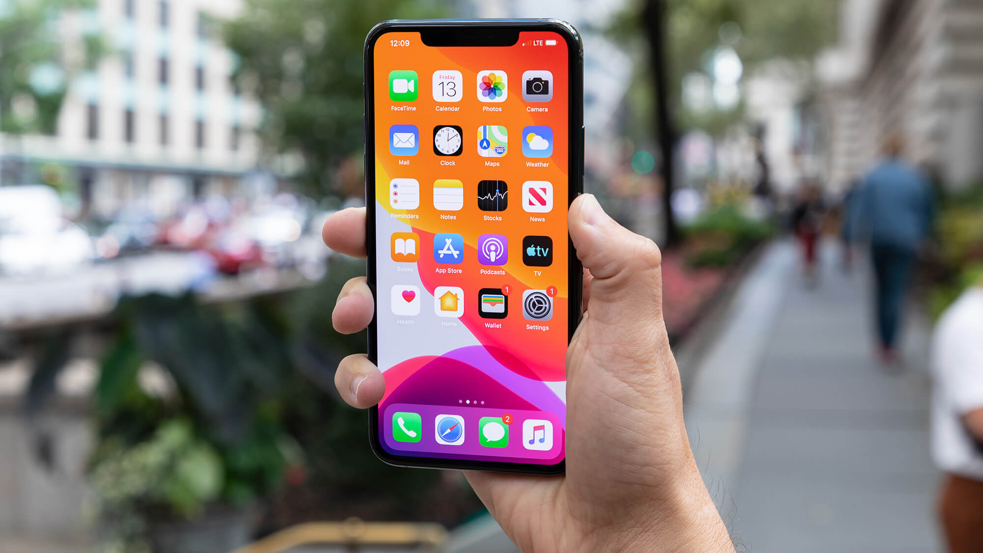 Doanh số iPhone giảm nhưng doanh thu giảm Apple tăng 2