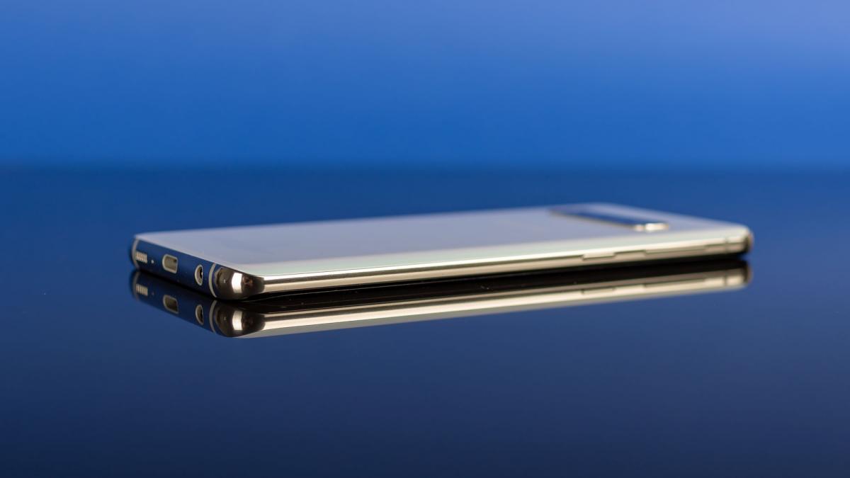 Samsung Galaxy S10: Tiết kiệm £ 200 trước Thứ Sáu Đen 3