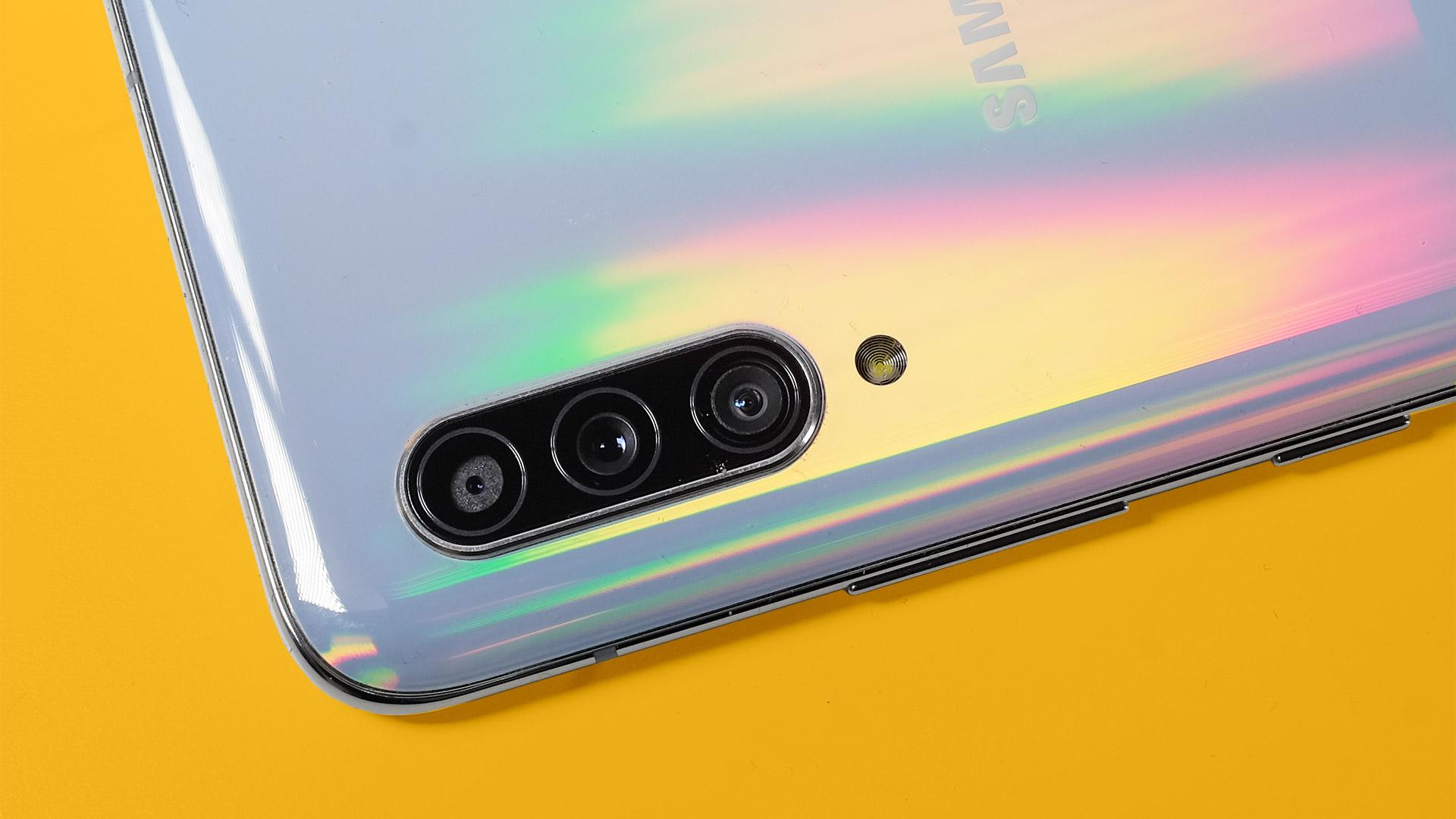 Điện thoại thông minh tiếp theo của Samsung có camera selfie bật lên 1