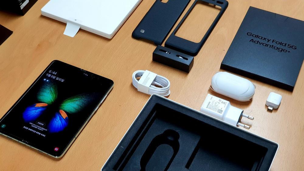Samsung akan berhenti meletakkan pengecasan ke telefon pintar