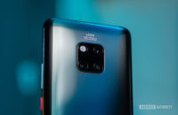 Huawei Mate 20 Pro sa zameriava na kryt fotoaparátu