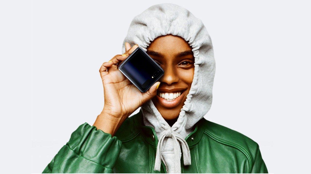 $ Samsung1380 Galaxy Z Flip je na sklade 1
