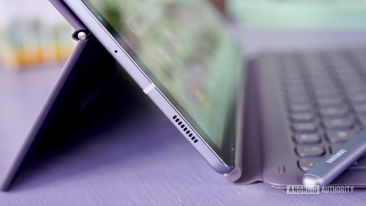 Samsung Galaxy Profil bočnej strany karty S6 s vysunutým krytom klávesnice