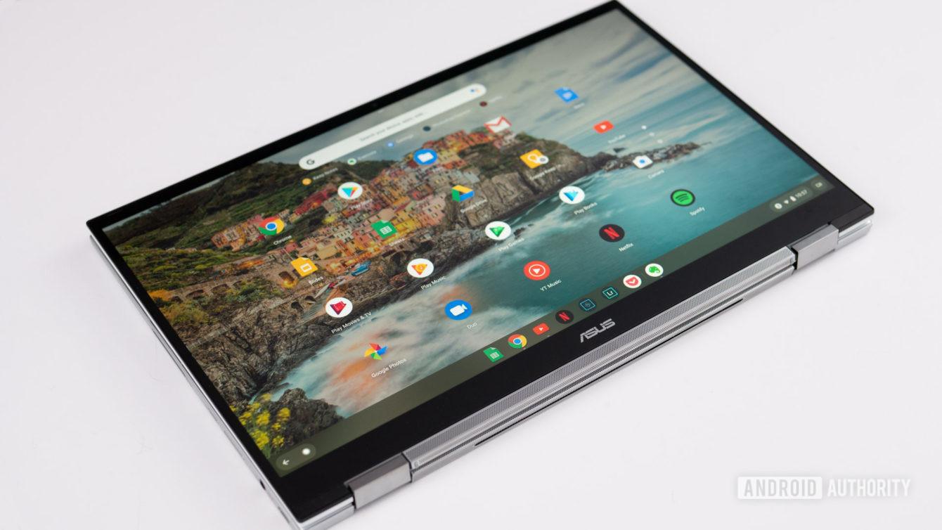 Asus Chromebook Flip C436 sa zobrazuje v režime tabletu