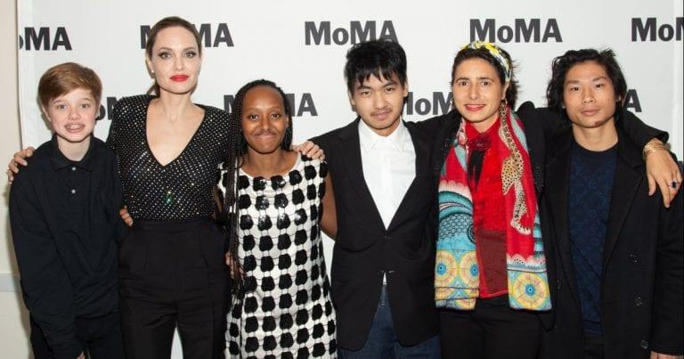 Angelina Jolie a jej deti išli na umeleckú výstavu 1