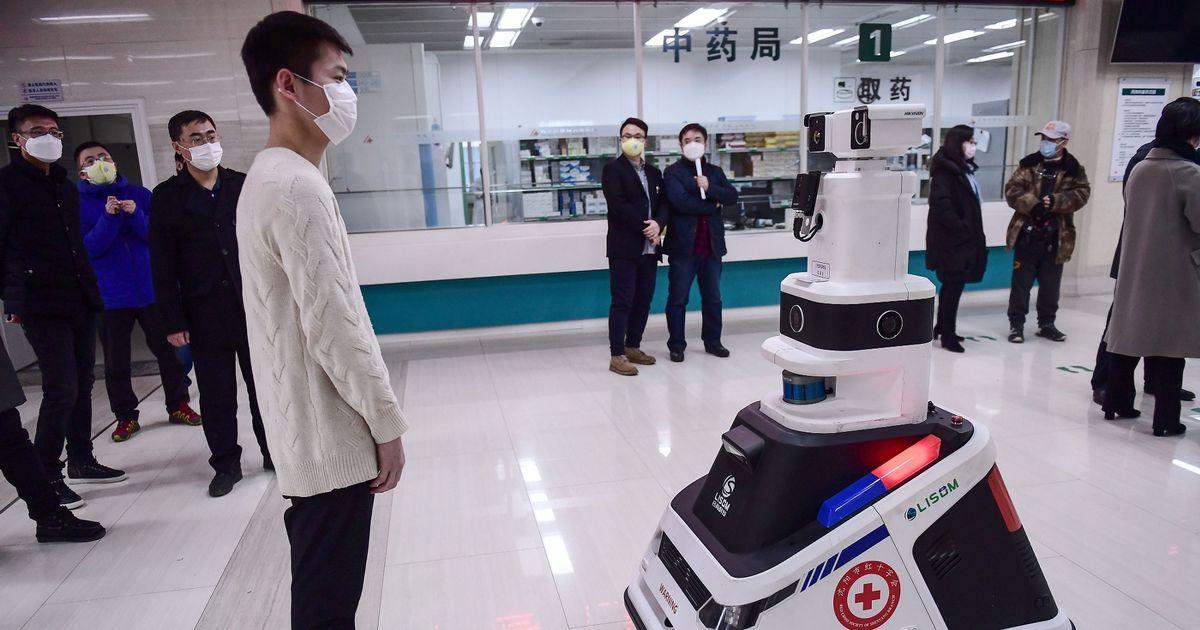 Roboty Coronavirus hliadkujú nemocnice, aby pomohli obmedziť šírenie vírusu 1