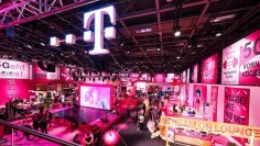 Zo skupiny odchádza šéf nemeckého Telekomu Dirk Wössner. Pri stavbe 5G sa kritizovalo, že reagoval príliš pomaly.