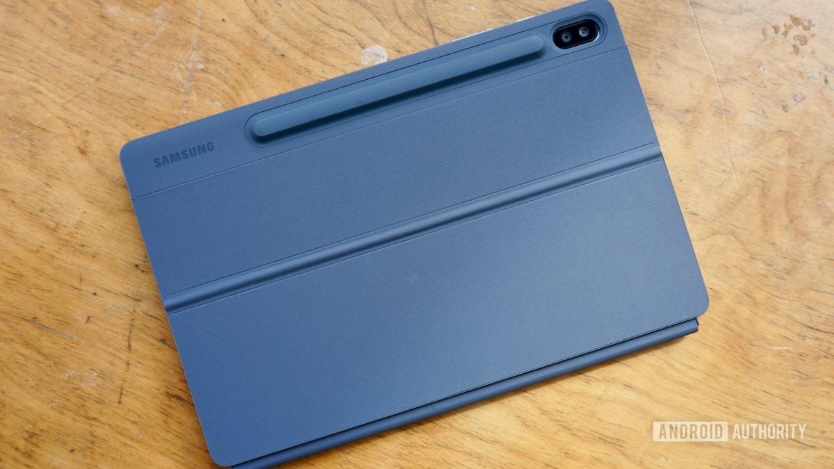 Samsung Galaxy Recenzia na karte S6 so zatvoreným krytom klávesnice
