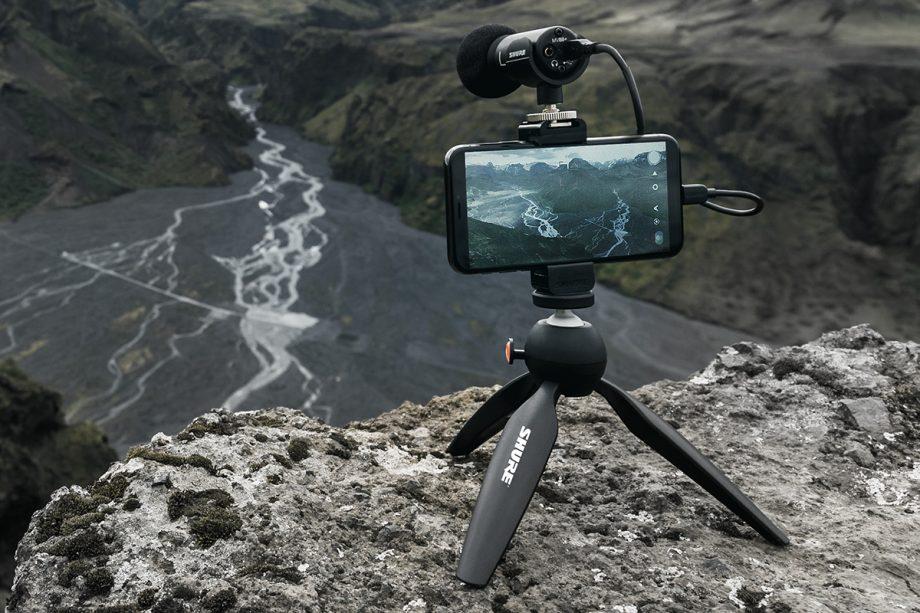 Krajina sa filmuje pomocou Shureovho mikrofónu