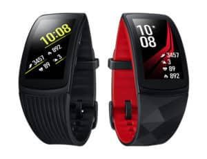 dve inteligentné hodinky Gear Fit2 Pro s digitálnymi displejmi