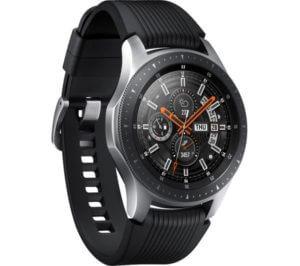 čierno -strieborné inteligentné hodinky s analógovým displejom
