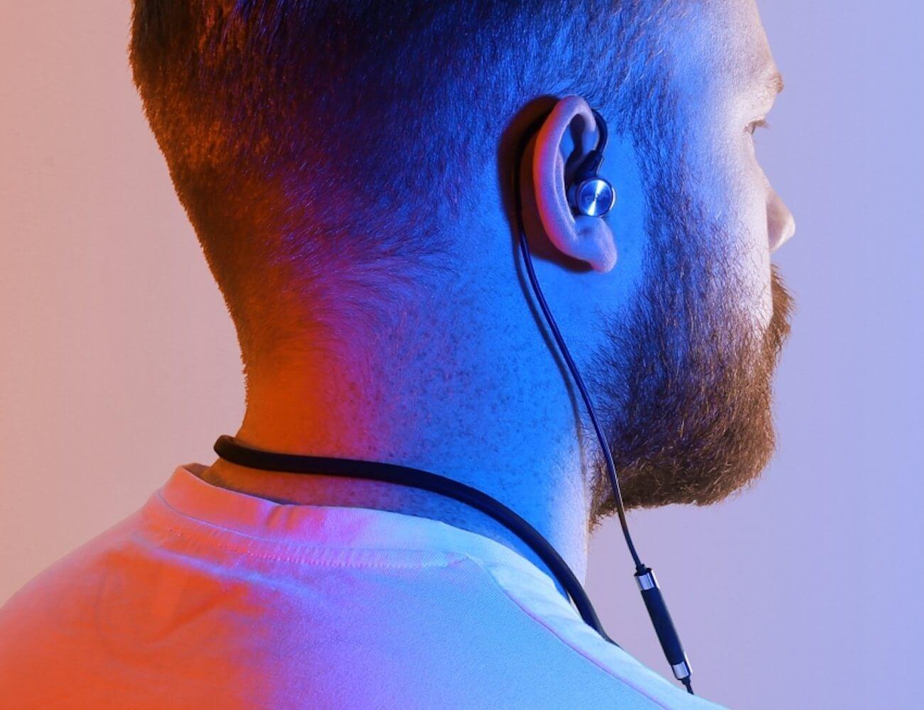 najlepší náhrdelník-bluetooth-slúchadlá-rha-ma750-slúchadlá-bezdrôtové-stereo-slúchadlá-aptx-do ucha-izolujúce