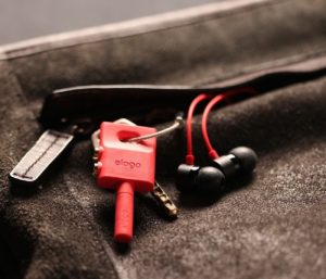 Technické darčeky do 20 dolárov: Kľúčenka Elago na rozdelenie slúchadiel