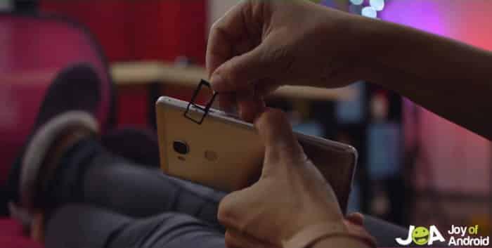 Slot na kartu microSD na Honor X