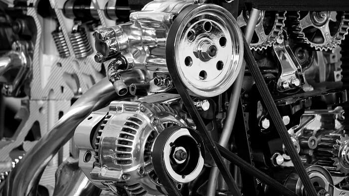 Automobilový motor