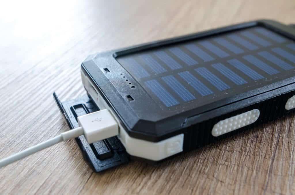 4 Najlepšie prenosné solárne nabíjačky pre telefóny s Androidom v roku 2021 1